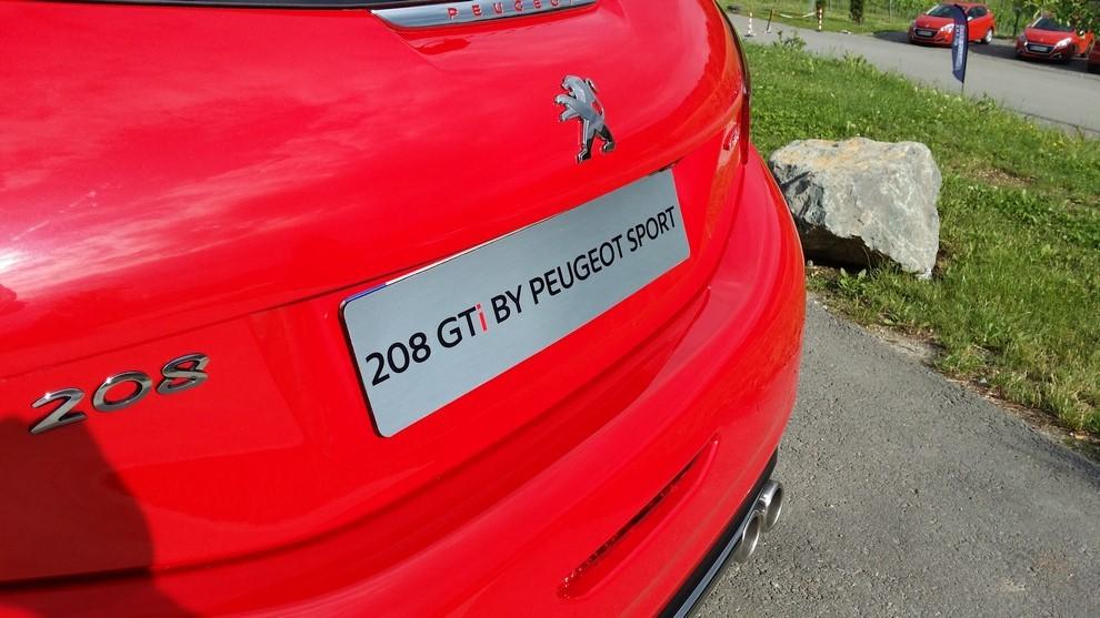 Nuova Peugeot 208 prova su strada, prestazioni e prezzi - Foto 20 di 23