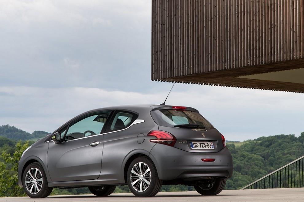 Nuova Peugeot 208 prova su strada, prestazioni e prezzi - Foto 21 di 23