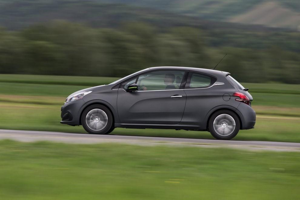 Nuova Peugeot 208 prova su strada, prestazioni e prezzi - Foto 22 di 23