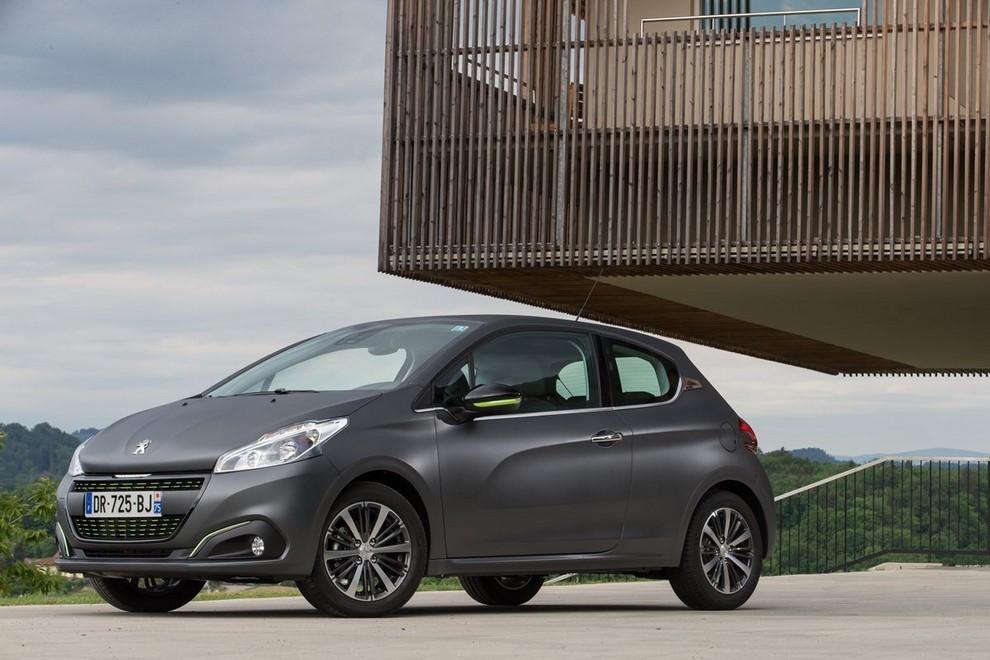 Nuova Peugeot 208 prova su strada, prestazioni e prezzi - Foto 23 di 23