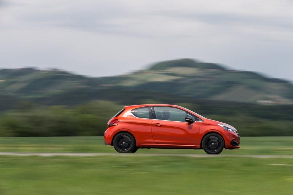 Nuova Peugeot 208 prova su strada, prestazioni e prezzi - Foto 3 di 23