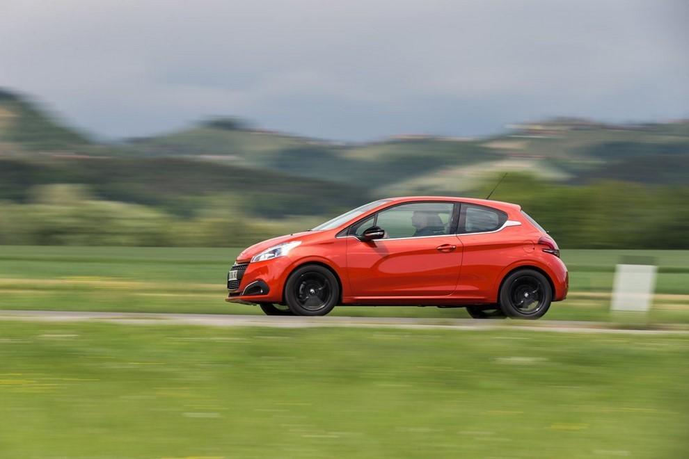 Nuova Peugeot 208 prova su strada, prestazioni e prezzi - Foto 4 di 23