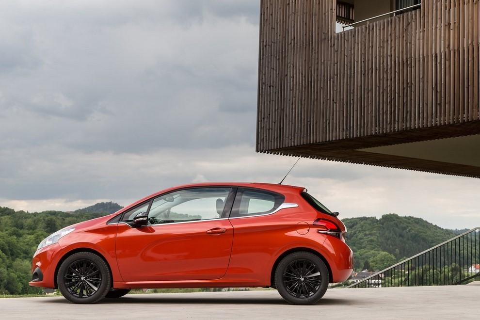 Nuova Peugeot 208 prova su strada, prestazioni e prezzi - Foto 5 di 23