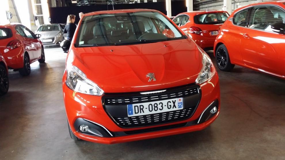 Nuova Peugeot 208 prova su strada, prestazioni e prezzi - Foto 8 di 23