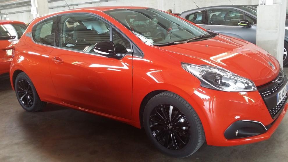 Nuova Peugeot 208 prova su strada, prestazioni e prezzi - Foto 9 di 23