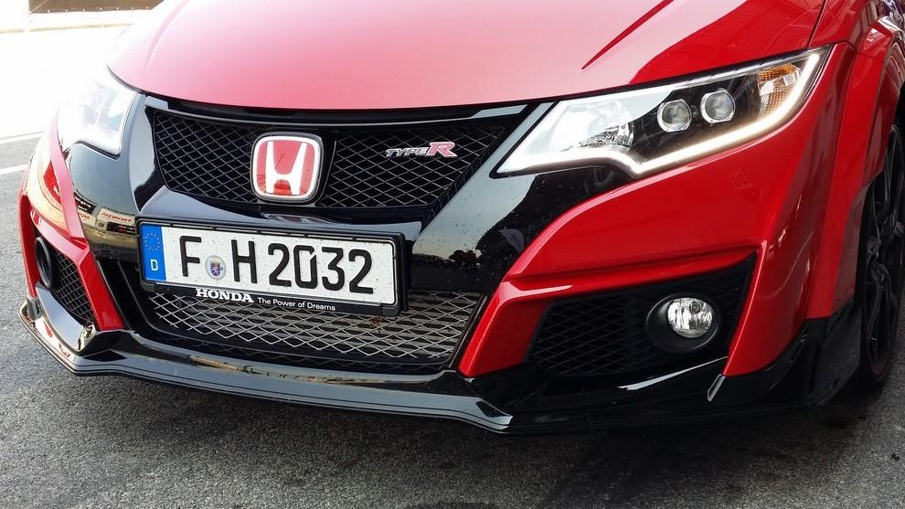 Honda Civic Type R prova su pista e prestazioni - Foto 10 di 26