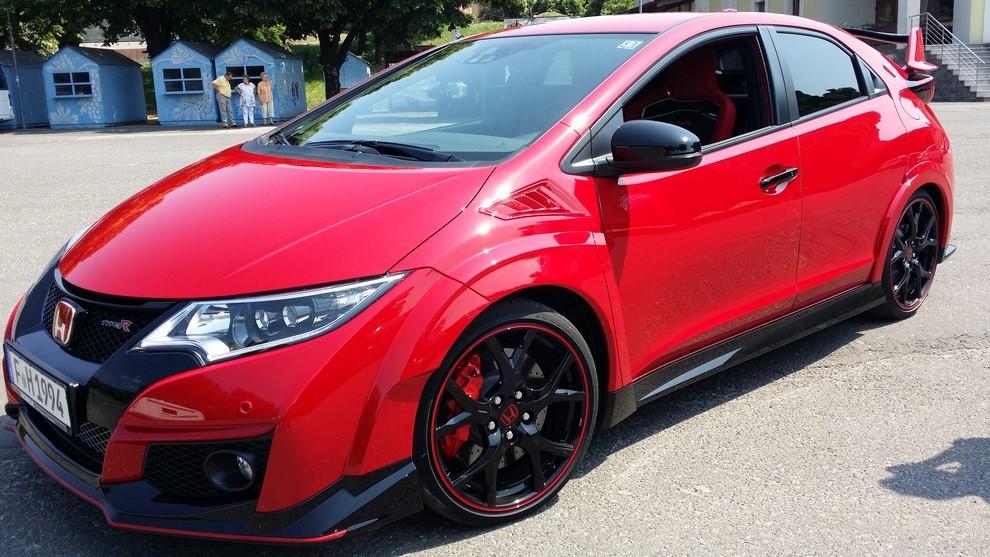 Honda Civic Type R prova su pista e prestazioni - Foto 13 di 26