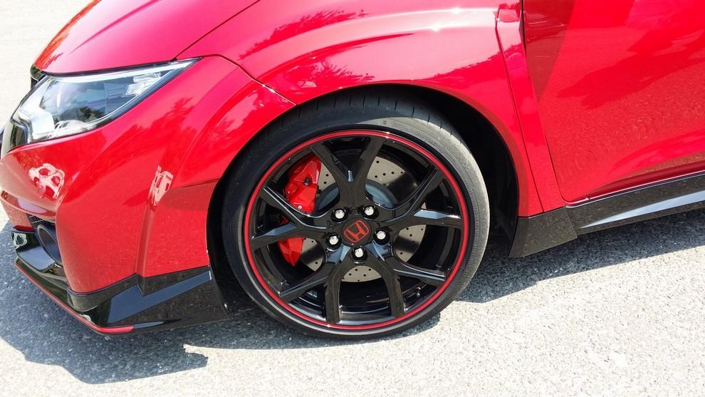 Honda Civic Type R prova su pista e prestazioni - Foto 14 di 26