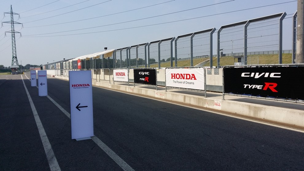 Honda Civic Type R prova su pista e prestazioni - Foto 6 di 26