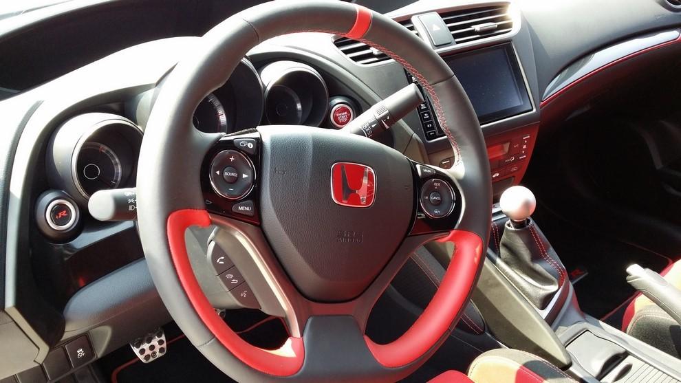 Honda Civic Type R prova su pista e prestazioni - Foto 7 di 26