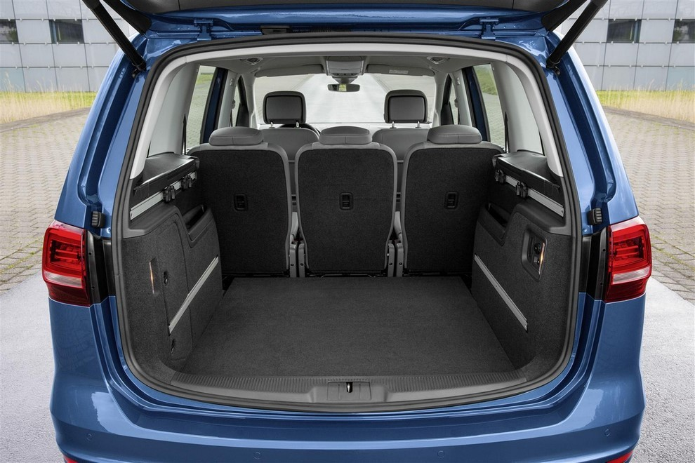 Volkswagen Sharan, la nuova generazione da 34.100 euro - Foto 11 di 13