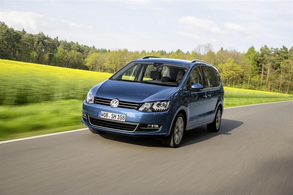 Volkswagen Sharan, la nuova generazione da 34.100 euro - Foto 2 di 13