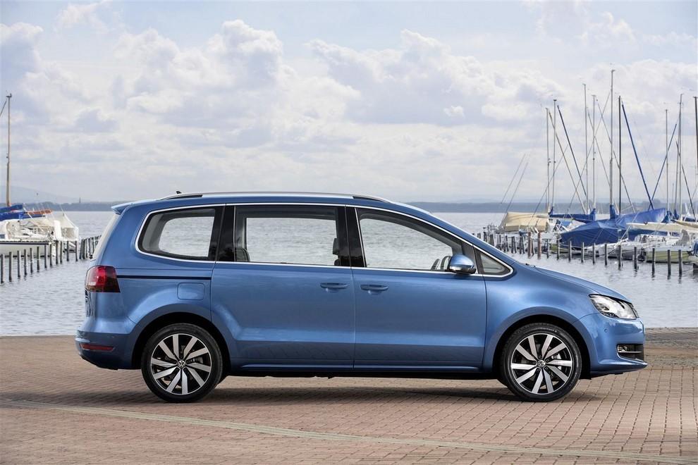 Volkswagen Sharan, la nuova generazione da 34.100 euro - Foto 5 di 13