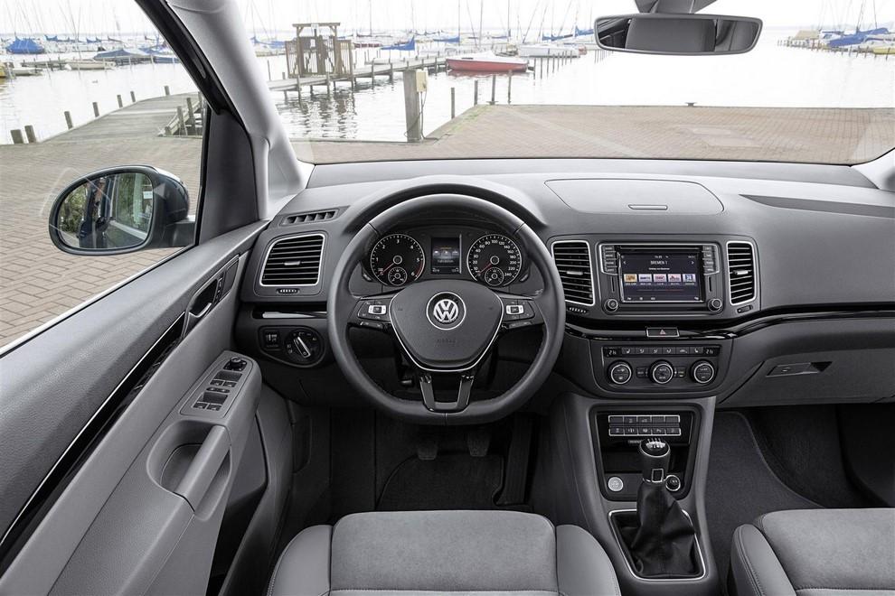 Volkswagen Sharan, la nuova generazione da 34.100 euro - Foto 9 di 13