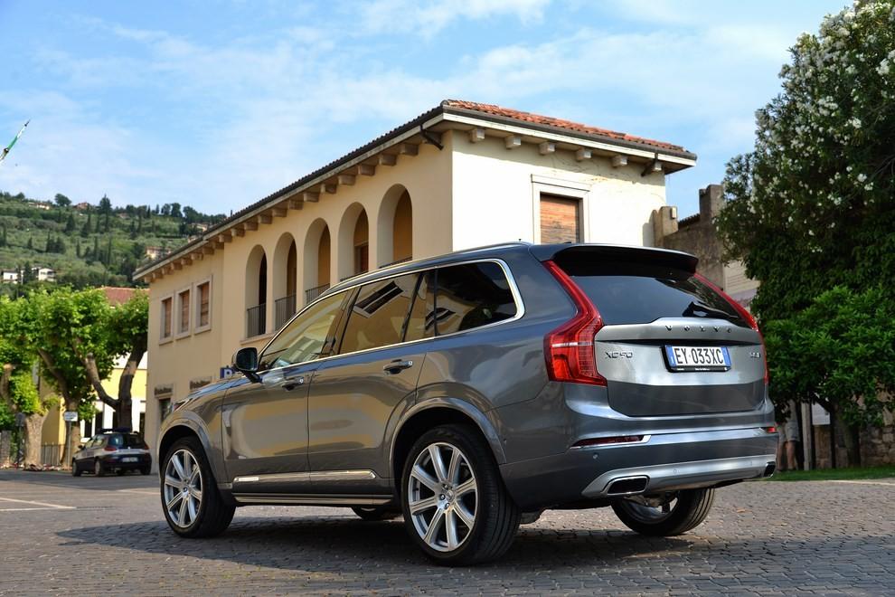 Volvo XC90: prezzi, versioni e motorizzazioni - Foto 14 di 30