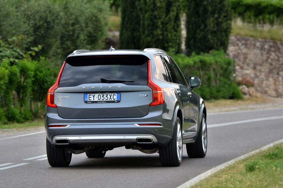 Volvo XC90: prezzi, versioni e motorizzazioni - Foto 20 di 30