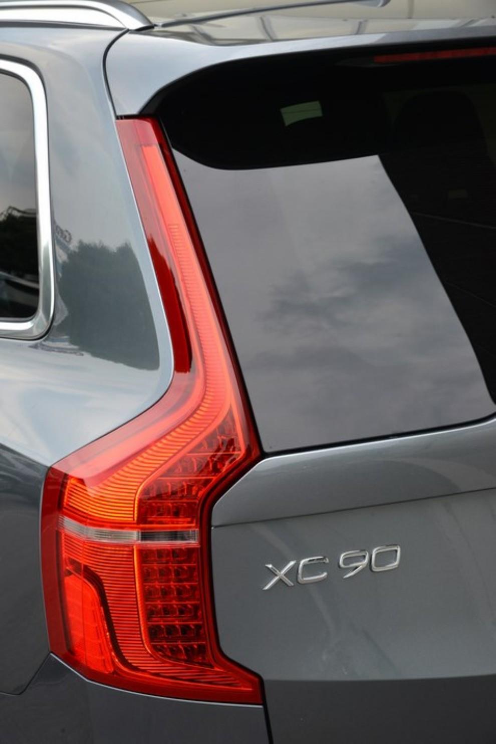 Volvo XC90: prezzi, versioni e motorizzazioni - Foto 27 di 30
