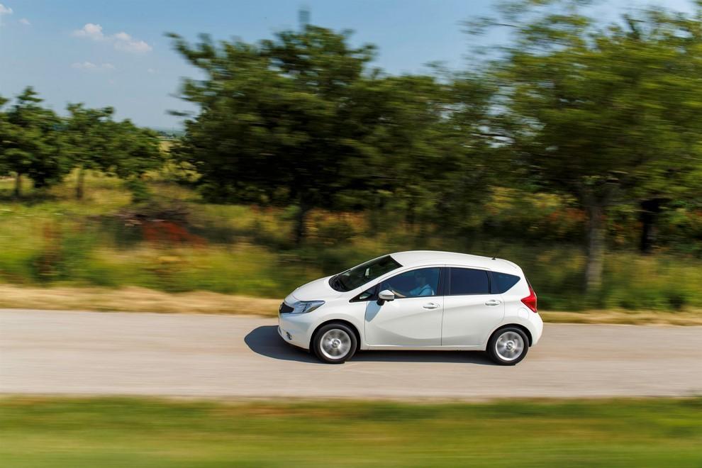 Nissan Note listino prezzi con motori Euro6 - Foto 10 di 18