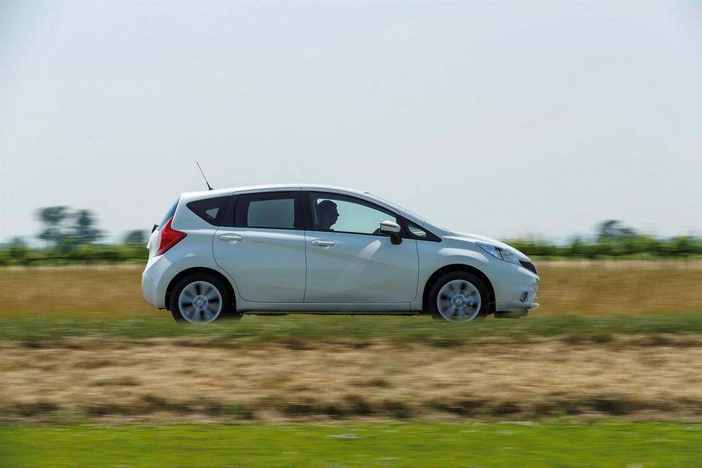 Nissan Note listino prezzi con motori Euro6 - Foto 7 di 18