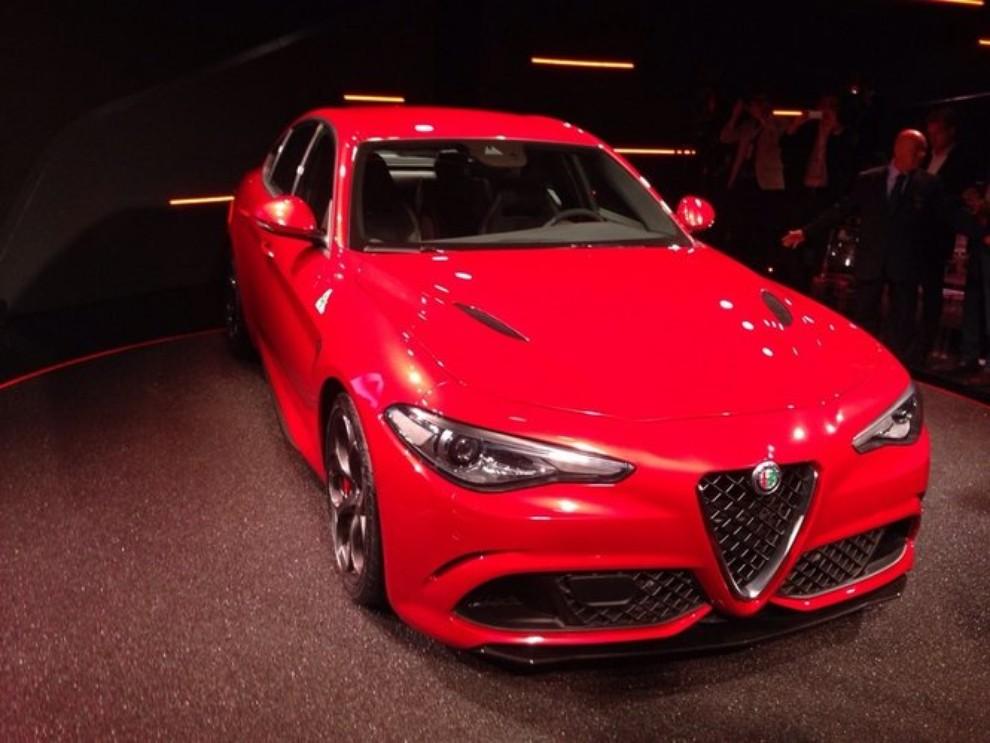 Alfa Romeo Giulia, il rombo del 6 cilindri - Foto 10 di 25