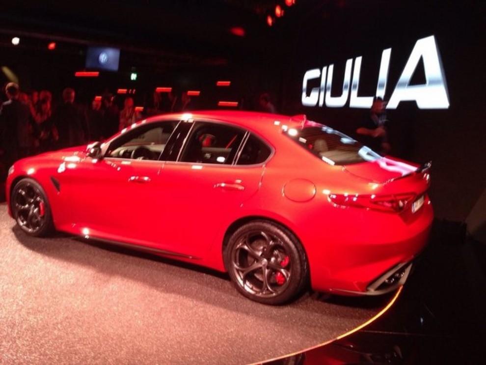 Alfa Romeo Giulia, il rombo del 6 cilindri - Foto 11 di 25