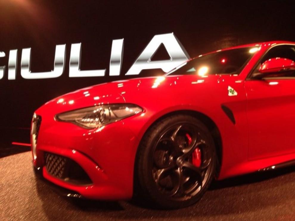 Alfa Romeo Giulia, il rombo del 6 cilindri - Foto 13 di 25