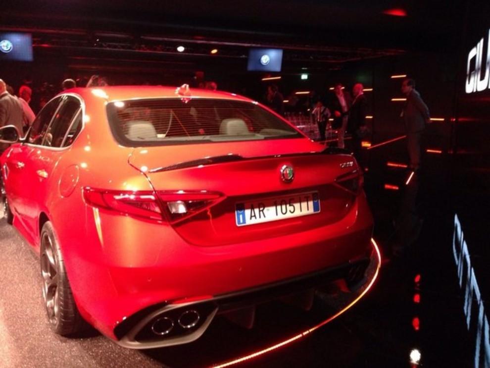 Alfa Romeo Giulia, il rombo del 6 cilindri - Foto 20 di 25