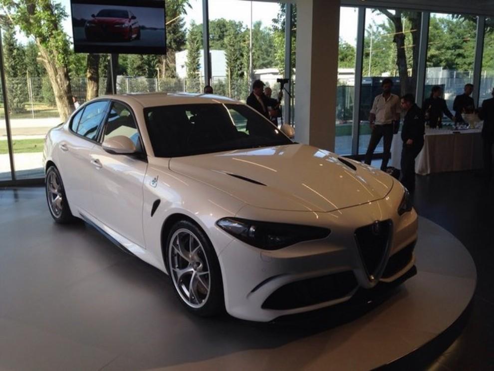 Alfa Romeo Giulia, il rombo del 6 cilindri - Foto 14 di 25