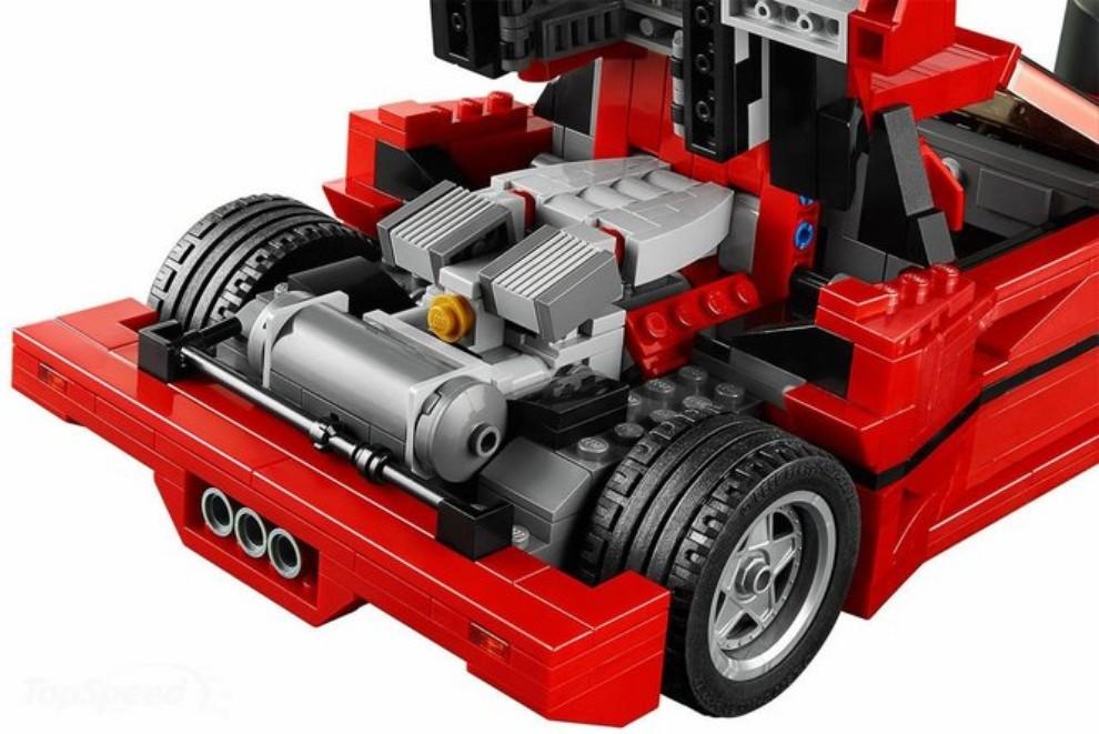 Ferrari F40 Lego - Foto 10 di 13