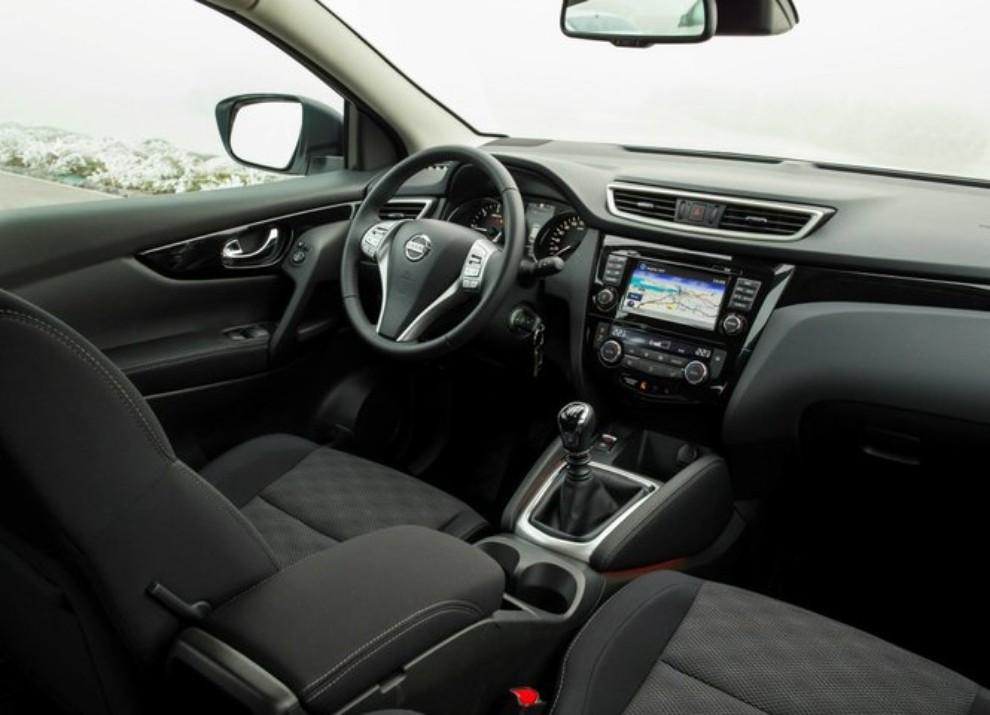 Nissan Qashqai offerta con 10 anni di garanzia per celebrare i 10 anni di vita del crossover - Foto 4 di 16