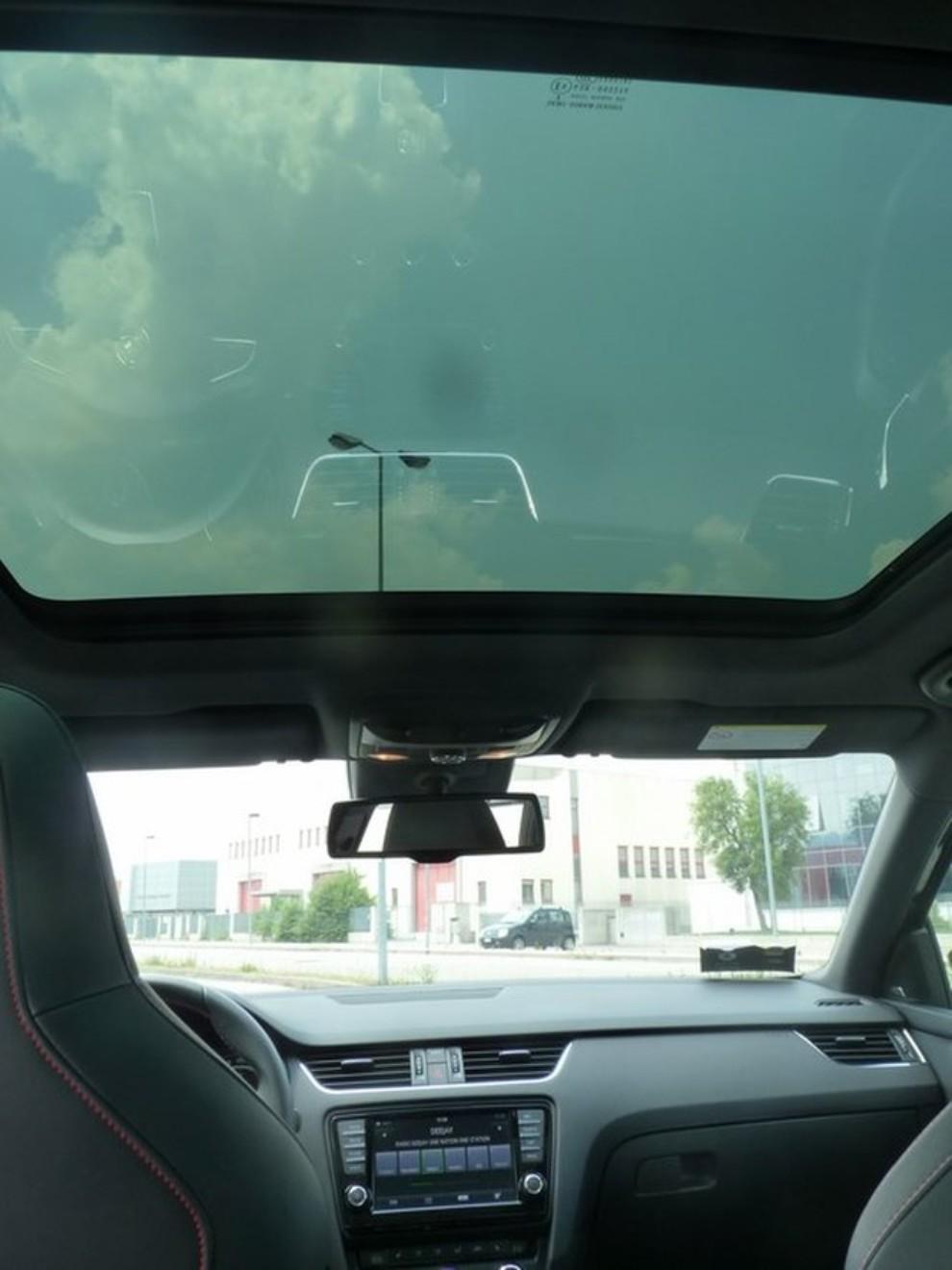 Skoda Octavia 2.0 TSI RS DSG Wagon: la prova su strada - Foto 21 di 27