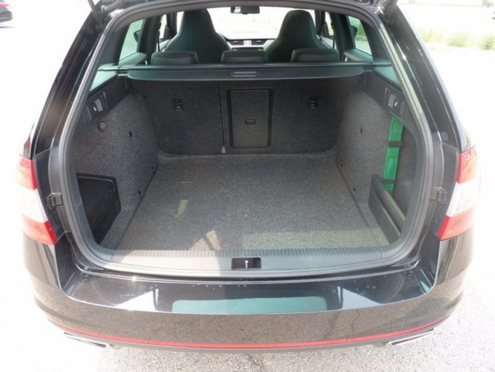 Skoda Octavia 2.0 TSI RS DSG Wagon: la prova su strada - Foto 23 di 27