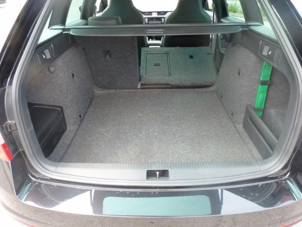 Skoda Octavia 2.0 TSI RS DSG Wagon: la prova su strada - Foto 22 di 27