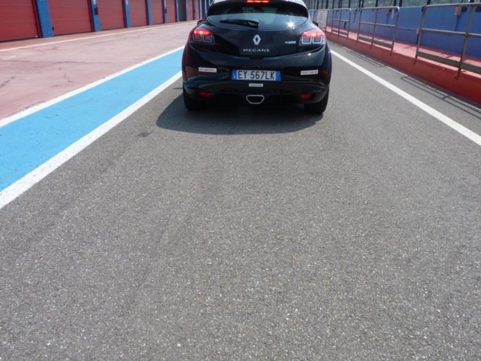 Renault Megane RS, l'auto giusta per divertirsi - Foto 12 di 19