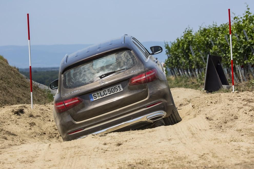 Mercedes GLC: i prezzi e le informazioni del nuovo suv tedesco - Foto 50 di 63