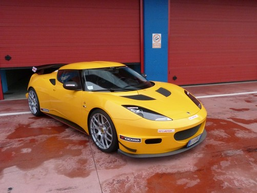 Lotus Evora S in pista con Tommy Maino