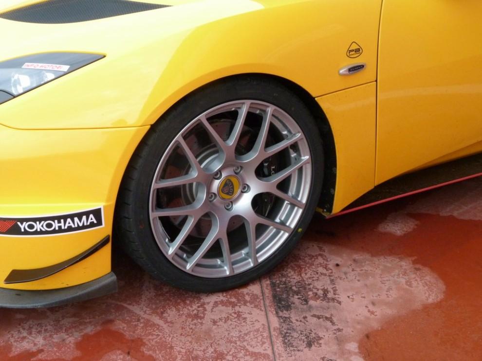 Lotus Evora S in pista con Tommy Maino - Foto 13 di 13