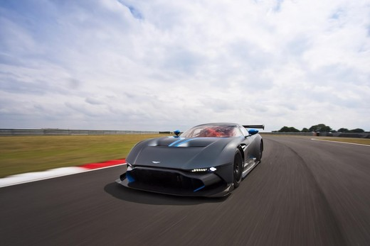 Aston Martin Vulcan gira dal vivo a Spa-Francorchamps