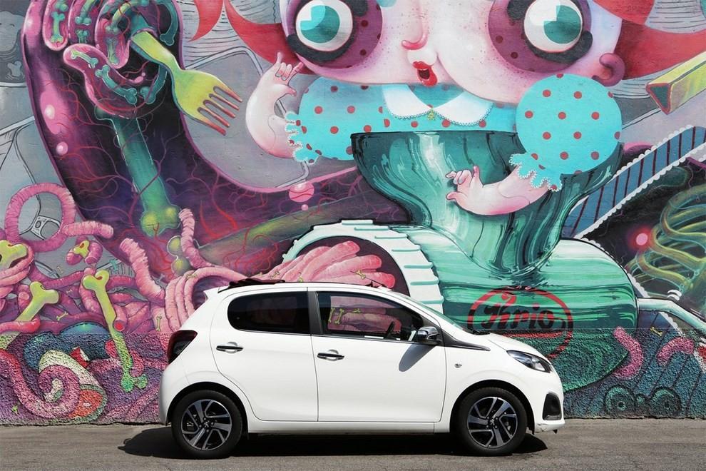 Peugeot 108 Car-aoke in tour per l'estate - Foto 3 di 4