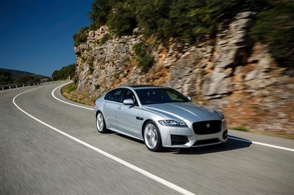 Nuova Jaguar XF foto, prezzi e dati tecnici ufficiali - Foto 11 di 13