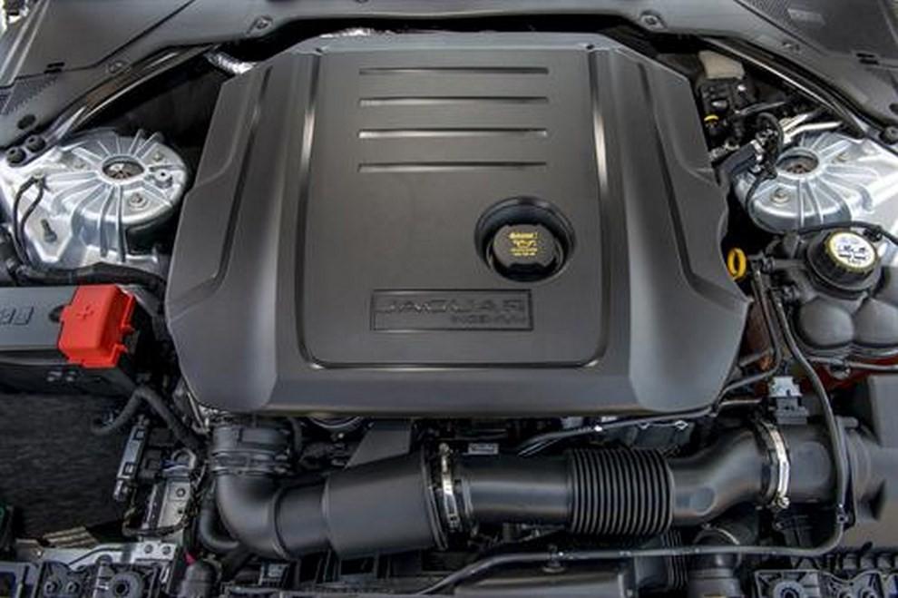 Nuova Jaguar XF foto, prezzi e dati tecnici ufficiali - Foto 12 di 13