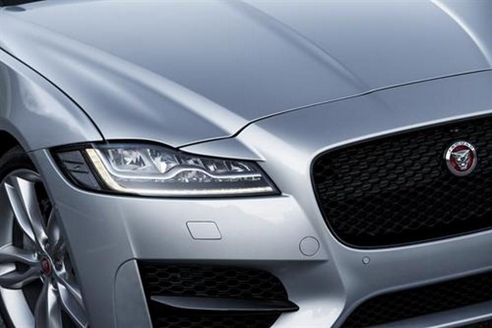 Nuova Jaguar XF foto, prezzi e dati tecnici ufficiali - Foto 1 di 13