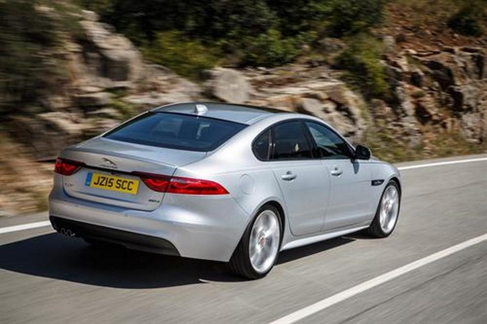 Nuova Jaguar XF foto, prezzi e dati tecnici ufficiali - Foto 3 di 13