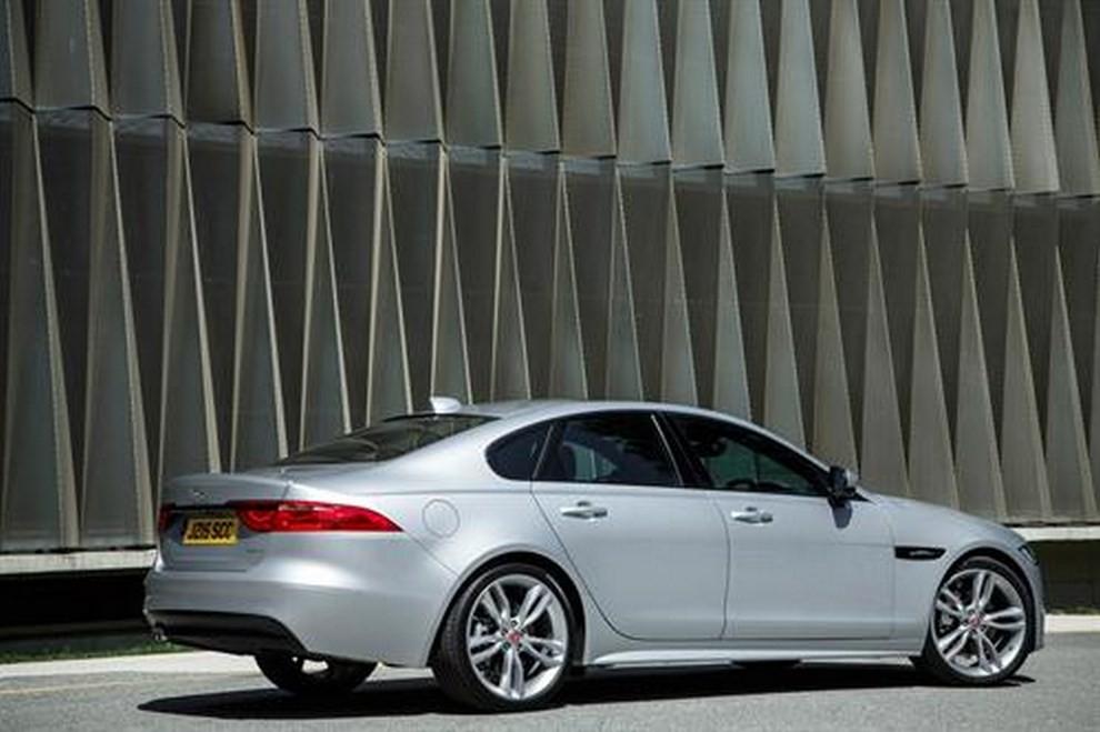 Nuova Jaguar XF foto, prezzi e dati tecnici ufficiali - Foto 6 di 13