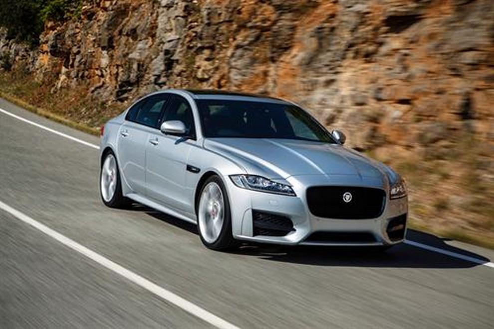 Nuova Jaguar XF foto, prezzi e dati tecnici ufficiali - Foto 7 di 13
