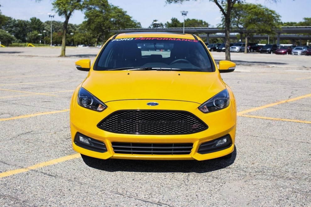 ford focus st da 275 cv tuning by ford performance. Black Bedroom Furniture Sets. Home Design Ideas
