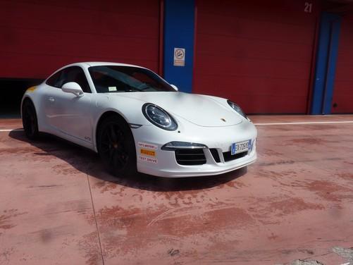 Porsche 911 Carrera 4 GTS provata in pista con Tommy Maino