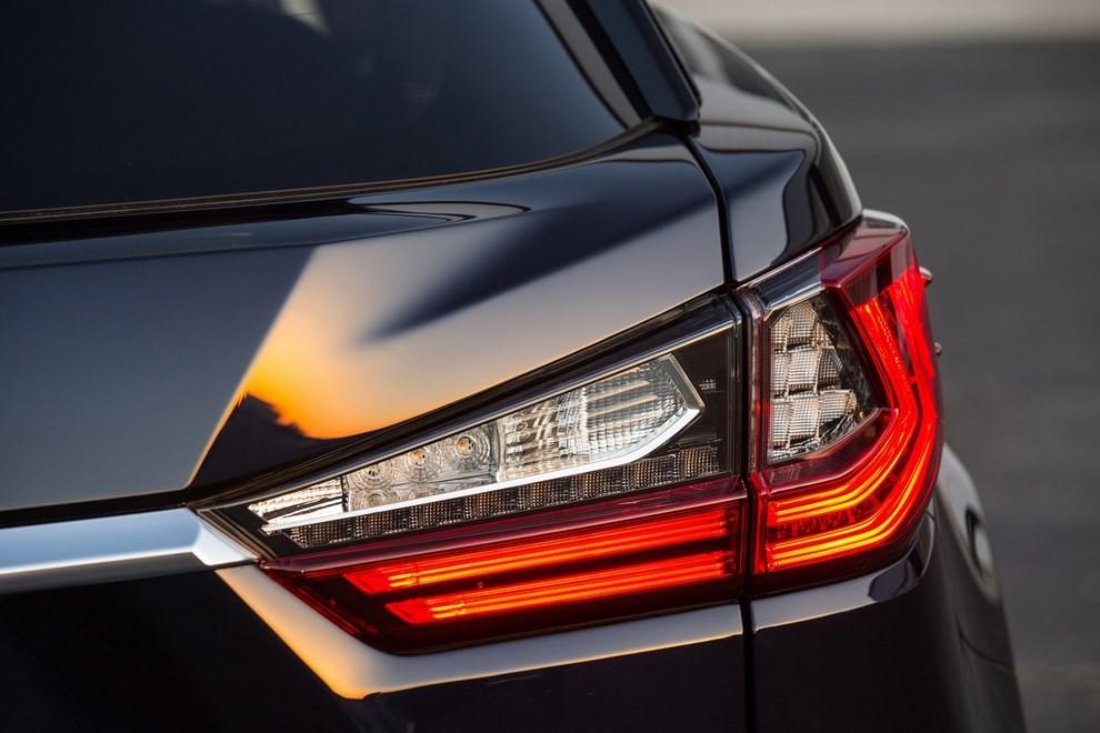 Nuova Lexus RX 450H ora con 313 CV - Foto 4 di 17