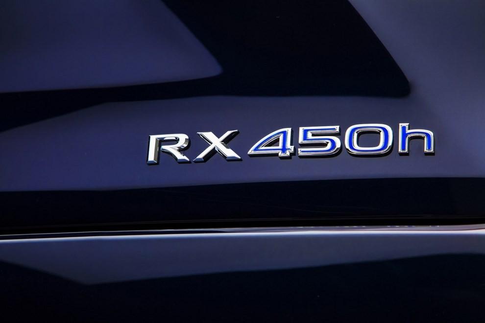 Nuova Lexus RX 450H ora con 313 CV - Foto 6 di 17