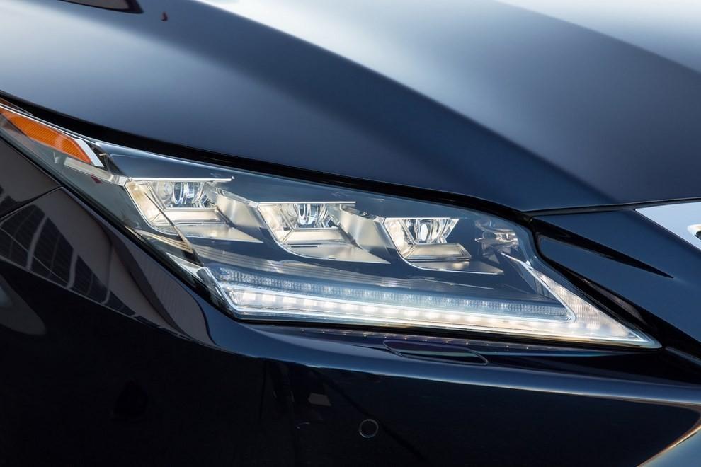 Nuova Lexus RX 450H ora con 313 CV - Foto 16 di 17
